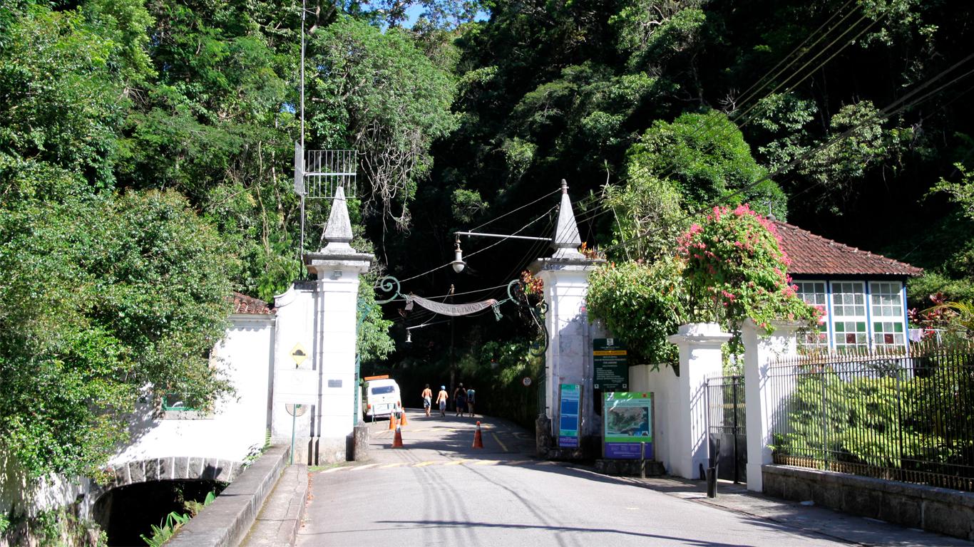 tijuca-forest-entrance-04